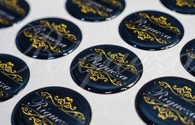 Компания Рикьеза изготавливает смоляные наклейки под заказ